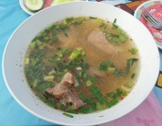 Suppe mit Schweinerippchen (intensiv)