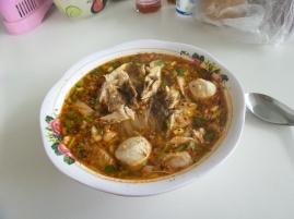 Reisnudelsuppe mit Fleischbällchen (kräftig)