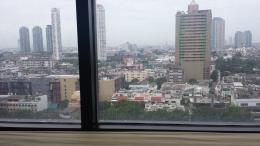 Blick über Bangkok auf dem Bett liegend