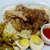 Reis mit gekochter Schweinshaxe mit Zimt und Sternanis