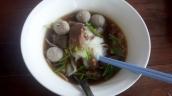 Nudeln mit Suppe Rindfleisch