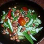 Gurkensalat mit Erdnüssen