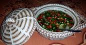 scharfe Sauce (Fischsauce mit Chilis und Limettensaft) steht immer auf dem Tisch zum nachwürzen