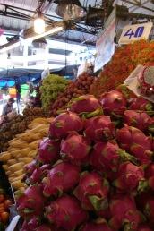 Drachenfrucht (sieht super aus, schmeckt aber etwas langweilig)