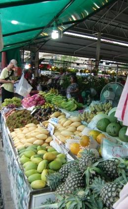 auf dem Markt um die Ecke, Mangos, Ananas, etc.