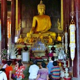 Buddhastatur im Wat Phra Singh