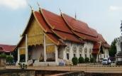 Wat Phra Singh von der Seite