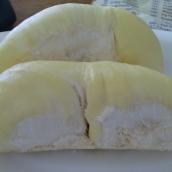 Durian (stinkt etwas, aber schmeckt himmlisch)