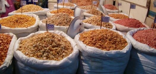 auf einem der vielen Märkte, getrocknete Garnelen