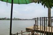 Mittagspause am Fluss