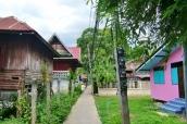 Rundweg führt an vielen schönen Häusern entlang