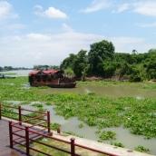 Ayutthaya ist eine Insel und wir durch drei Flüsse umrahmt.