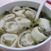 Wan Tan Nudelsuppe, ob zum Frühstück, Mittag- oder Abendessen. So eine leckere Suppe mit frischem würzigen Mett gefüllten Wan Tan geht eigentlich immer.