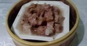 Gedämpfte Schweinerippchen mit Schwarzen Bohnen. Das Fleisch war so zart, es fiel fast vom Knochen.