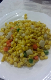 Der süße Mais ist mit viel Öl glasiert und schmeckt herrlich.