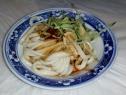 Kalte Nudeln mit scharfer Sesamsauce, Spezialität aus Xi'an und genau unser Geschmack.