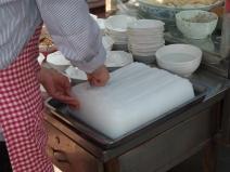 Liangpi: kalte Nudeln aus Reisstärke werden mit Sesamsauce serviert