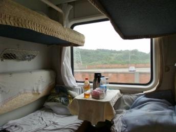 Unser kleines Zugabteil. Wir haben auf der linken Seite geschlafen. Carsten oben und ich unten.