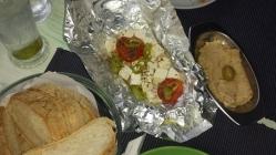 """""""The Greek Tavern"""" gegrillter Feta beim Griechen"""