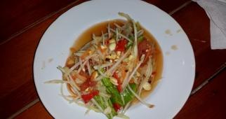 Papayasalat mit Erdnüssen auch auf Phuket sehr lecker