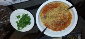 Nudeln mit Tomatensauce (selbst gekocht) einfach aber immer gut