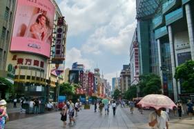 Nanjing Road, die Einkaufsmeile auf der Pu Xi Seite.