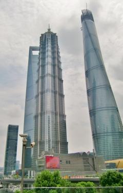 Die Neubauten ragen immer höher in den Himmel. Im Hintergrund das World Financial Center, auch wegen seiner Form als Flaschenöffner bezeichnet.