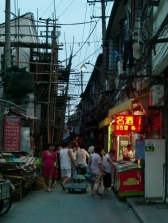 Die wirkliche Altstadt von Shanghai. Leider wird immer mehr zerstört und riesige Wohnkomplexe werden gebaut.