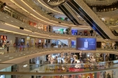 Moderne Einkaufs-Malls gibt es überall in Shanghai und laden zum schoppen und verweilen ein.