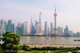 Tagsüber ein schöner Blick auf die Skyline von Pu Dong.