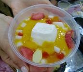 Als leckerer Abschluss gerne mal ein Mangopudding mit Fruchtstücken. Herrlich erfrischend und gar nicht so süß.