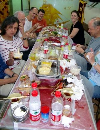 Wir hatten viel Spaß auf einer Streetfoodtour durch Old Shanghai.