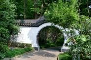 Runde Mondtore sind typisch für die chinesische Architektur.