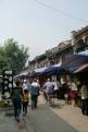 Ein kleiner Markt für Kalligrafie und Steine.