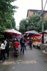 Die Straßenmarkt sind immer belebt und schön anzuschauen.