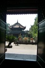 Blick durch das Tor.