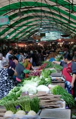 Eine schöne Vielfalt an Gemüse. Da bleiben keine Wünsche offen. Das Volk möchte ernährt werden.