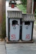 So hübsch können Abfalleimer in der Jinli Pedestrian Street aussehen.