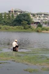 Ein einsamer Fischer am Li Fluss.