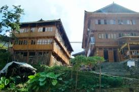Die traditionellen Holzhäuser.