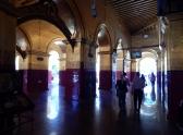 Schöne Gänge führen durch das Kloster.