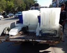 Eis wird in großen Blöcken transportiert und sollte ebenfalls nicht von Ausländern zum kühlen der Getränke genutzt werden.
