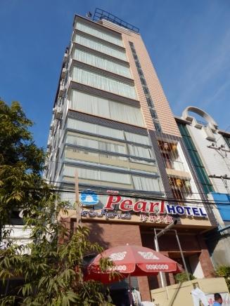 Unser Hotel in Mandalay. Wir hatten ein Zimmer im obersten Stockwerk mit schönem Blick über die Stadt.