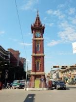 Der Uhrenturm fehlt in keiner Stadt in Myanmar.