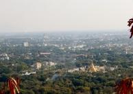 Vom Mandalay Hill hat man einen tollen Blick über die Stadt. Hier sieht man wie grün Mandalay ist.