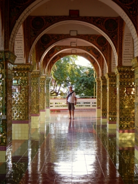 Tolle Gänge in den Klosteranlagen auf dem Mandalay Hill.
