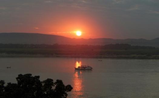 Noch mal ein schöner Blick zum Sonnenuntergang am Irrawaddy.