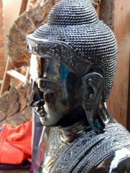 Buddhastaturen werden gefertigt und auf hochglanz poliert.