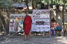 Auch die Mönche möchten über das Tagesgeschehen informiert werden, oder sollten gerade informiert sein.