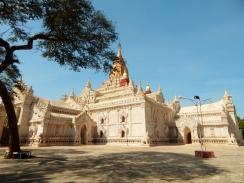 Die Tempel sind zum Teil ganz schön restauriert.